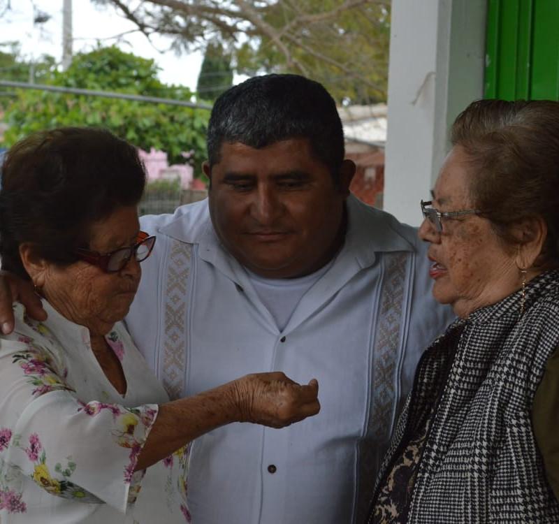 alcalde-carlos-calvo-convivio-con-abuelitos-en-el-dia-del-amor-y-la-amistad-6