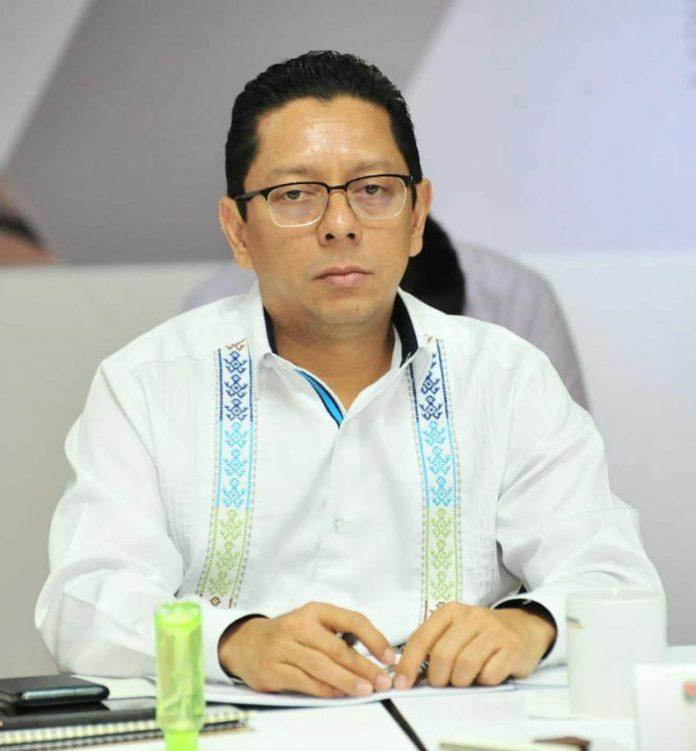 • Por su parte, el fiscal general Jorge Luis Llaven Abarca reconoció el liderazgo del gobernador para mantener la paz en Chiapas y enfrentar con responsabilidad y efectividad la pandemia del COVID-19 en todo el territorio estatal
