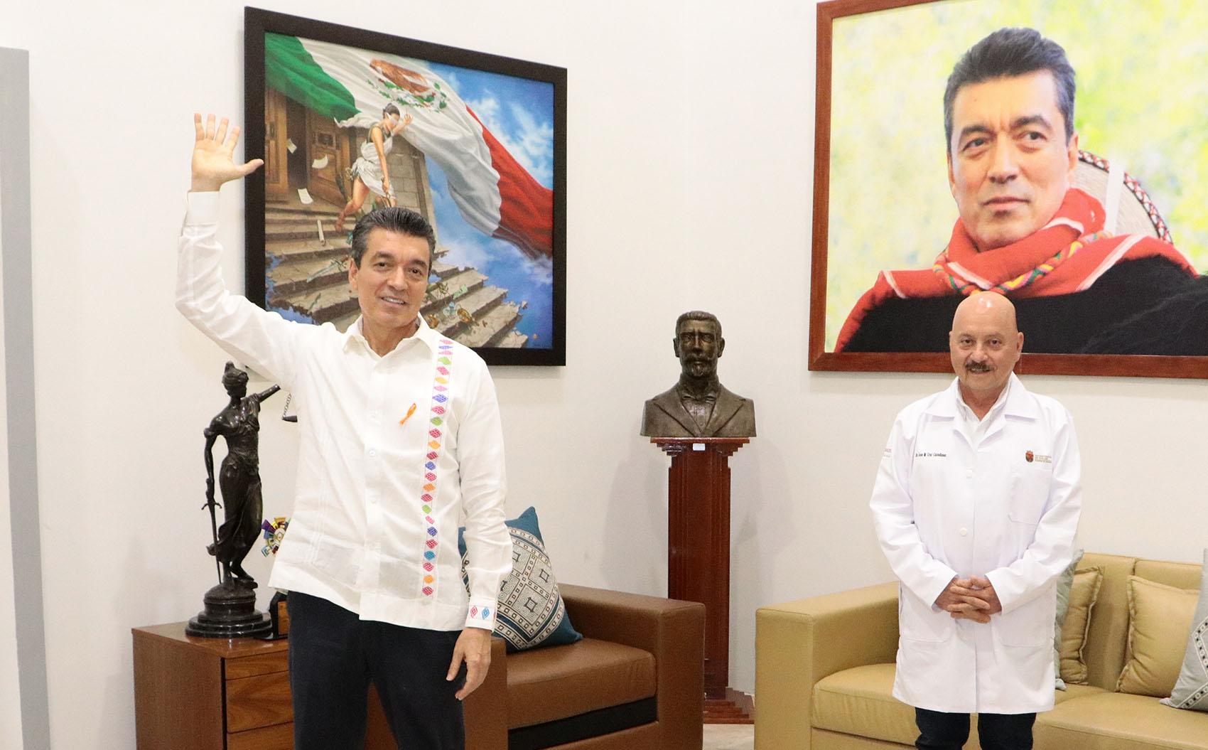 Junto al secretario José Manuel Cruz Castellanos, dijo que se continuará pagando hasta dejar a la Secretaría de Salud sin problemas financieros